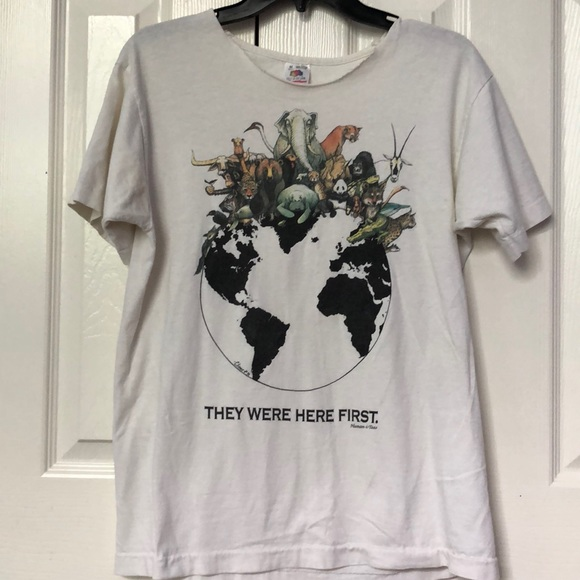 1565934bf1f6 Thrifted Vintage Earth Animal T-Shirt🌎. M 5b366878a5d7c6733b874146